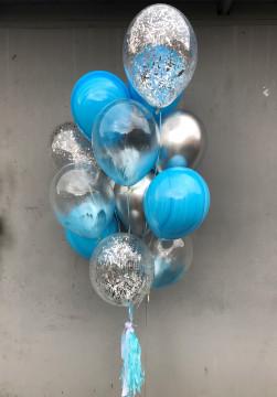 Стильный голубой фонтан шаров