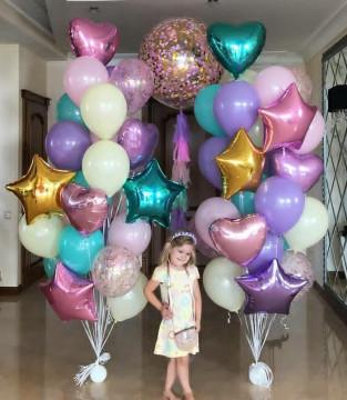 Нежные фонтаны из шаров для девочки