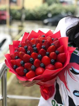 Ароматный ягодный букет