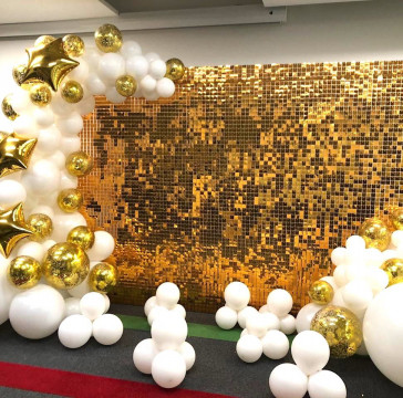 Золотая Фотозона с пайетками